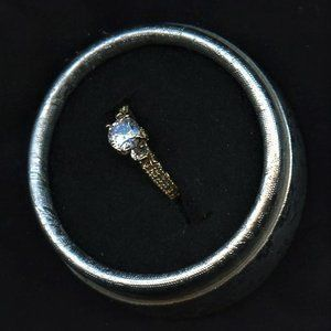 Ring Engagement Solitaire/acc14k YGF  7.5